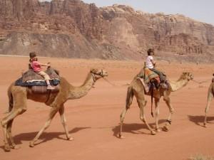 jordanie-en-famille-dromadaire
