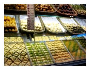 Se régaler de pâtisseries turques