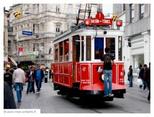 istanbul-en-famille-tramway-tunel-taksim