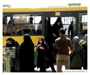 voyage-en-famille-iran-avec-les-enfants-bus