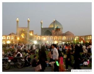 voyage-en-famille-iran-avec-les-enfants-ispahan-place-de-l-imam