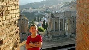 voyage-sicile-en-famille-famille-taormine-theatre-antique