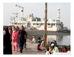 voyage-inde-en-famille-mosquee-haji-ali-bombay