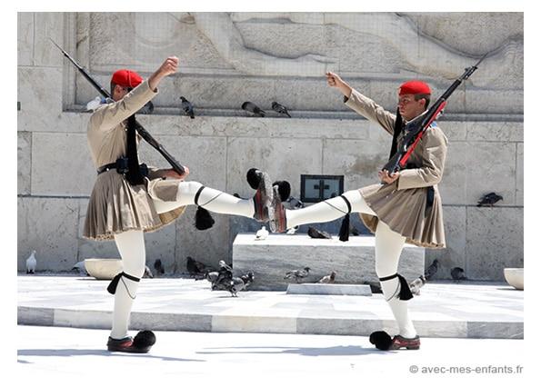 voyage-famille-athenes-en-3-jours-evzones-syntagma