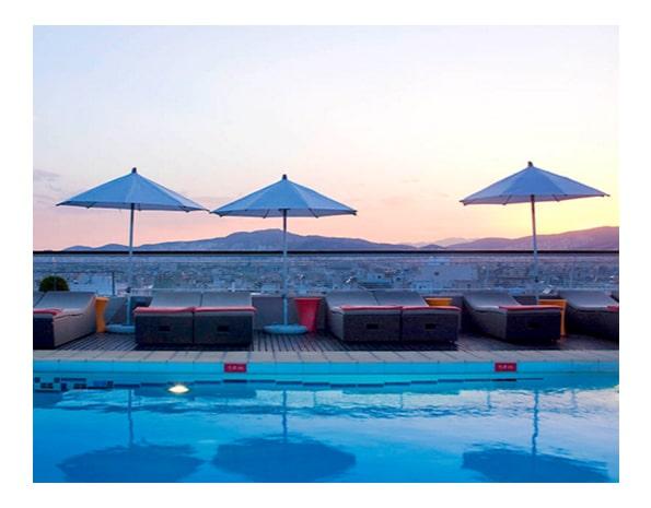 Voyage-famille-athenes-avec-enfants-hotel-novotel-piscine