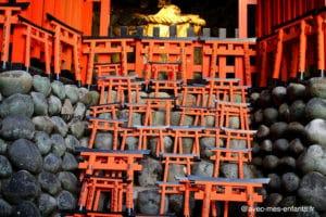 Fushimi-inari-kyoto-en-famille-torii-petits