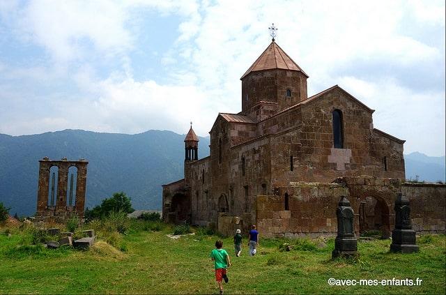 Armenie-en-famille-Eglise-Ozun