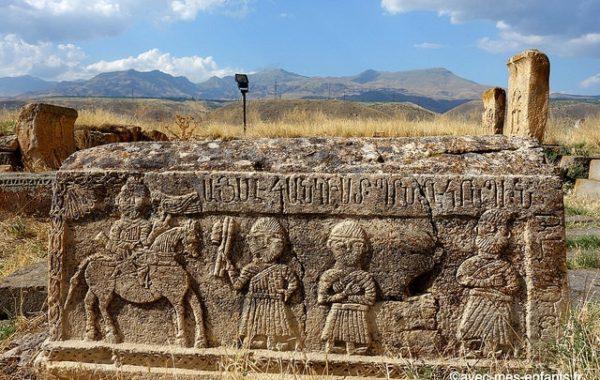 armenie-en-famille-bas-reliefs-tombes