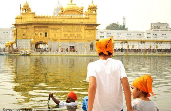 inde-en-famille-amristar-temple-d-or