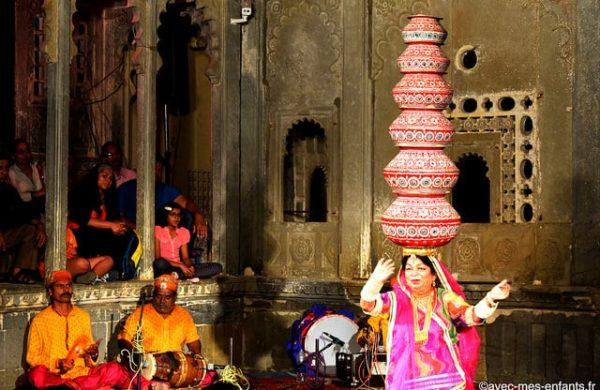 rajasthan-en-famille-inde-avec-enfants-udaipur-spectacle