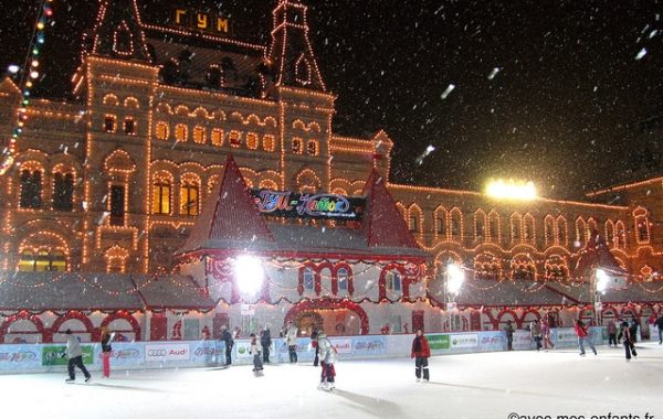 moscou-en-famille-place-rouge-patinoire