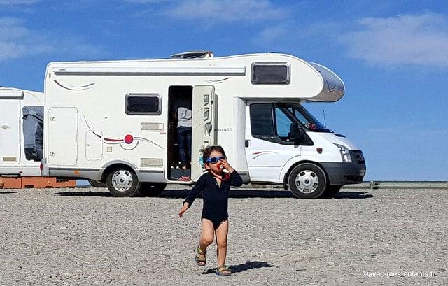 Road-trip-en-famille-camping-car-bebe