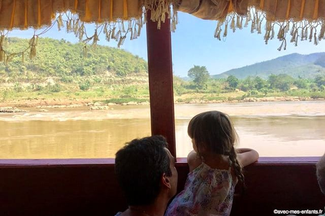 laos-en-famille-bateau-mekong