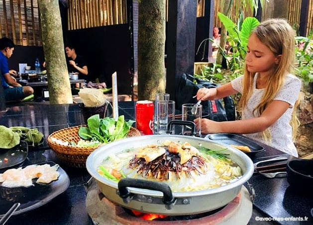 laos-en-famille-fondue-laotienne