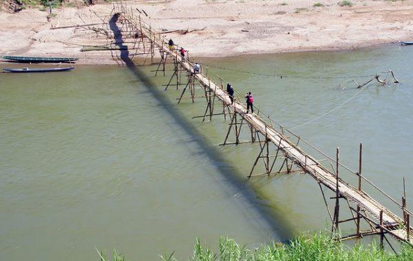 voyage-laos-avec-enfants-pont-bambou-luang-prabang