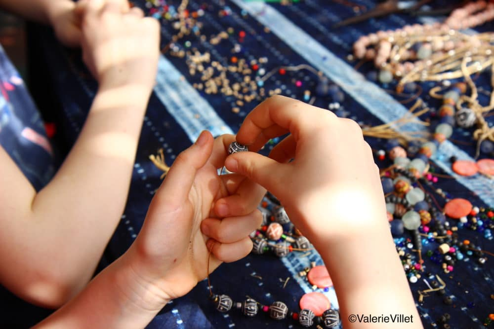 senegal-en-famille-goree-fabrication-colliers