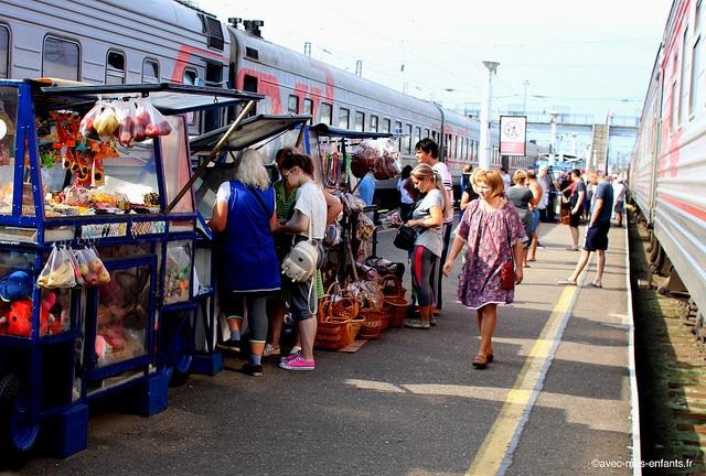 transsiberien-moscou-tomsk-arret-en-gare