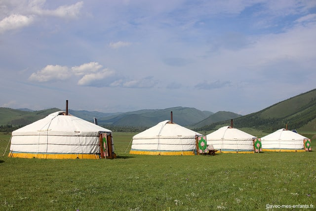 mongolie-camp-yourtes-jalman-meadows.jpg