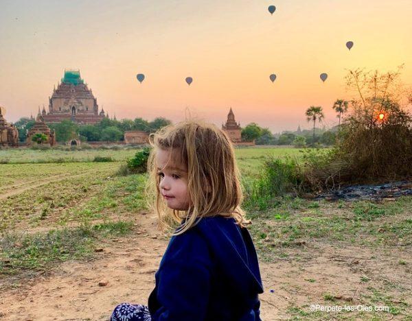 birmanie-bagan-avec-enfants-montgolfieres