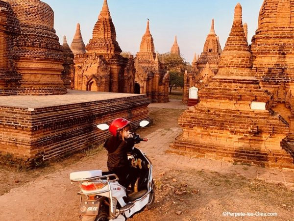 birmanie-en-famille-bagan-scooter