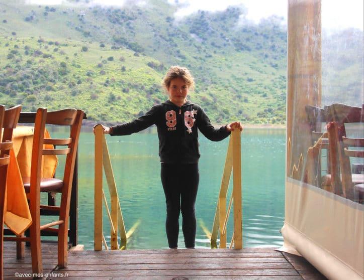 crete-avec-enfants-lac-kournas