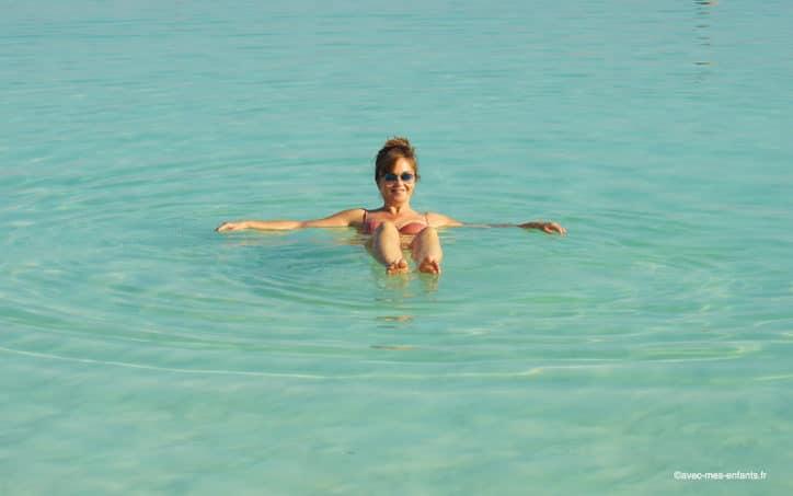 israel-mer-morte-en-famille-baignade