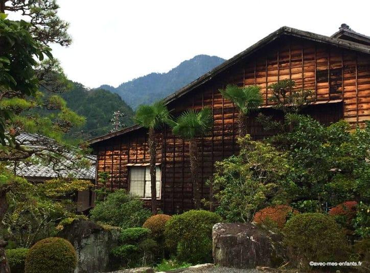japon-en-famille-campagne-maison-bois