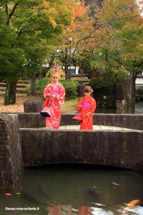 japon-en-famille-hida-furukawa-carpes