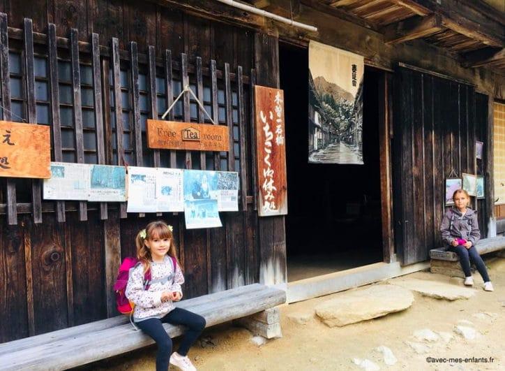 japon-en-famille-randonne-alpes-japonaises-maison-de-the