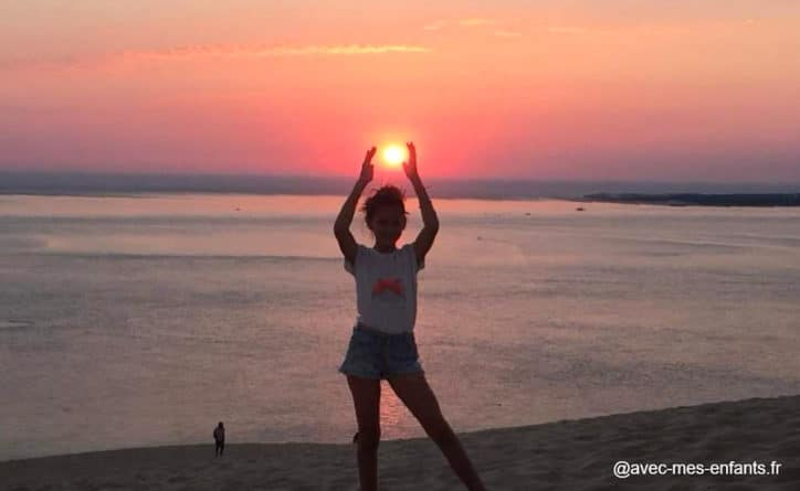 Dune du pilat avec enfant coucher de soleil