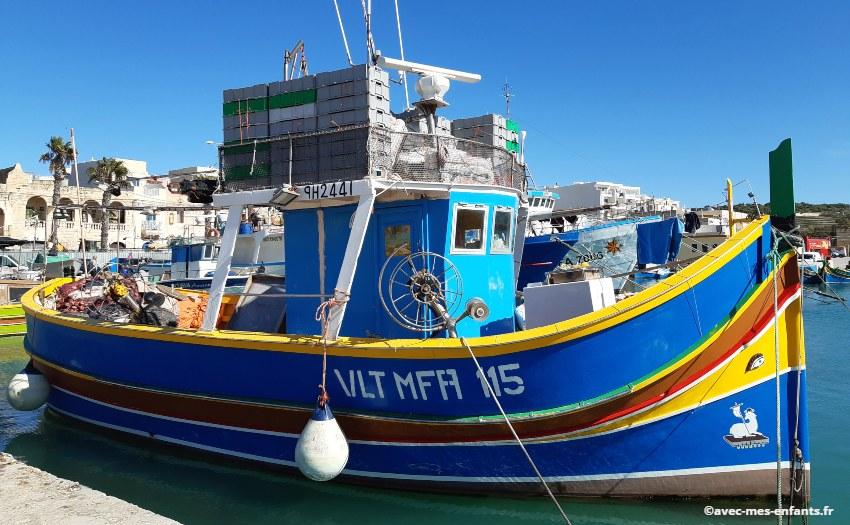 malte-en-famille-bateau-luzzi