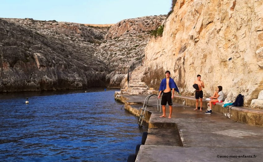 malte-en-famille-blue-grotto-baignade